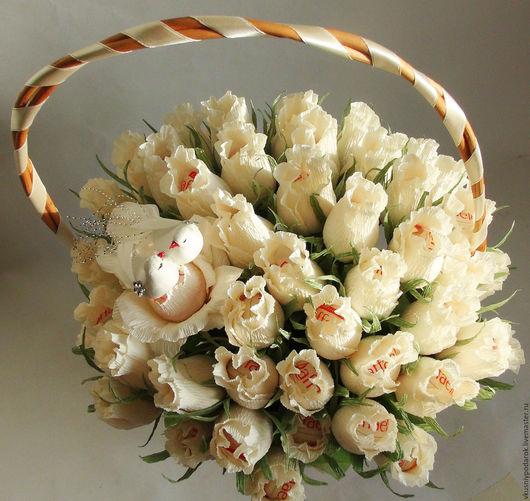 Подарки на свадьбу ручной работы. Ярмарка Мастеров - ручная работа. Купить Корзина нежных роз с рафаэлло  Подарок на свадьбу молодоженам. Handmade.