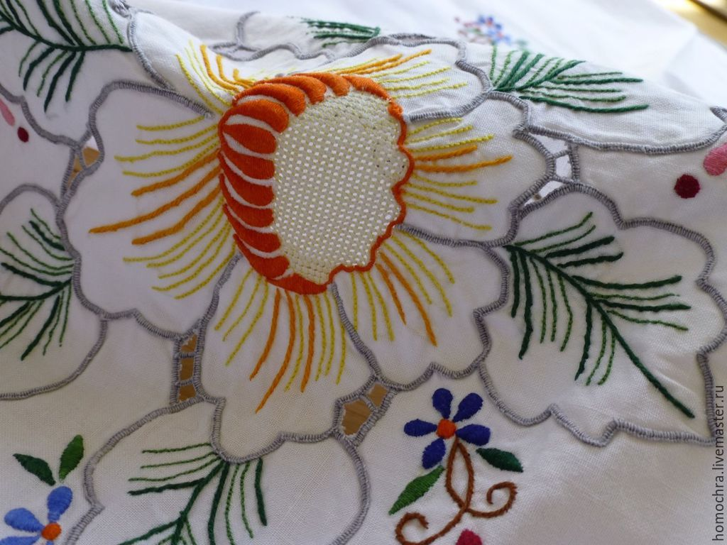 Фото вышивки салфетки гладью