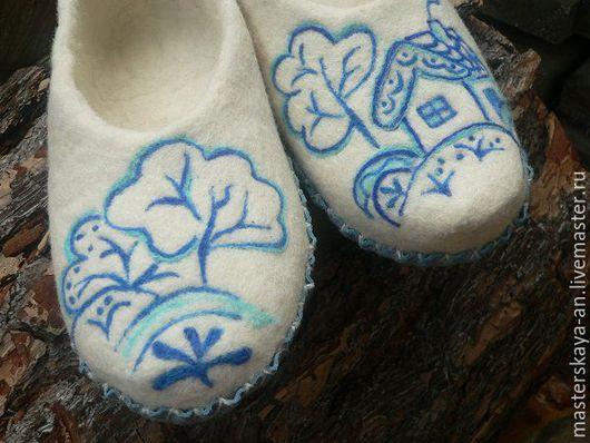 """Обувь ручной работы. Ярмарка Мастеров - ручная работа. Купить Валяные тапочки """" Гжель"""". Handmade. Белый, домик"""