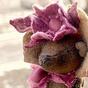 Мягкие игрушки ручной работы. Ярмарка Мастеров - ручная работа С наступающим 8 Марта! Мишка праздничный Подарок женщине Цветы девушке. Handmade.