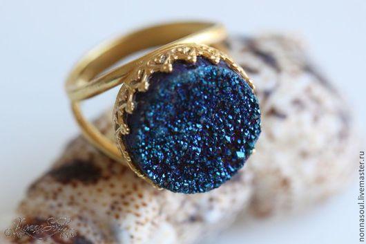 Кольца ручной работы. Ярмарка Мастеров - ручная работа. Купить Позолоченное круглое кольцо с синими друзами кварца. Handmade. кварц