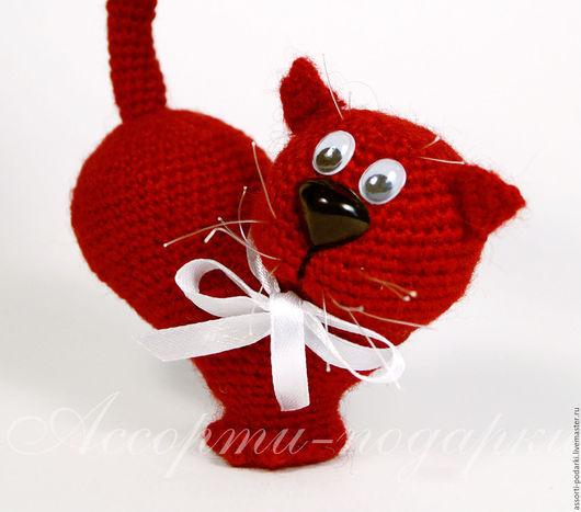 """Игрушки животные, ручной работы. Ярмарка Мастеров - ручная работа. Купить Вязаная игрушка """"Сердце-котик"""". Handmade. Бордовый, кот"""