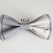 Галстуки ручной работы. Ярмарка Мастеров - ручная работа Бабочка галстук с собачкой серая, хлопок. Handmade.