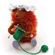 Куклы и игрушки ручной работы. Ярмарка Мастеров - ручная работа игрушка Ежик бабуся (спицы,клубок,очки,ежонок,ежики). Handmade.