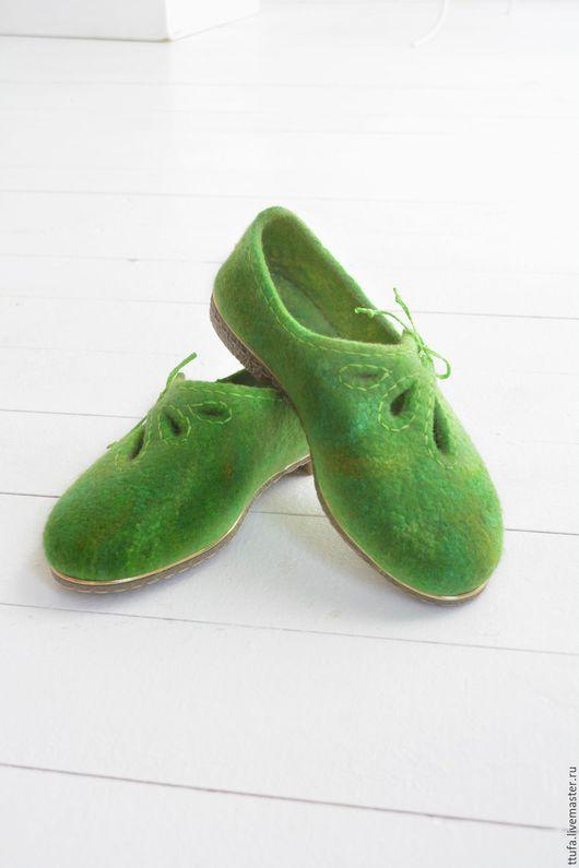 """Обувь ручной работы. Ярмарка Мастеров - ручная работа. Купить Туфельки валяные """"Вино из одуванчиков"""". Handmade. Ярко-зелёный, акварель"""
