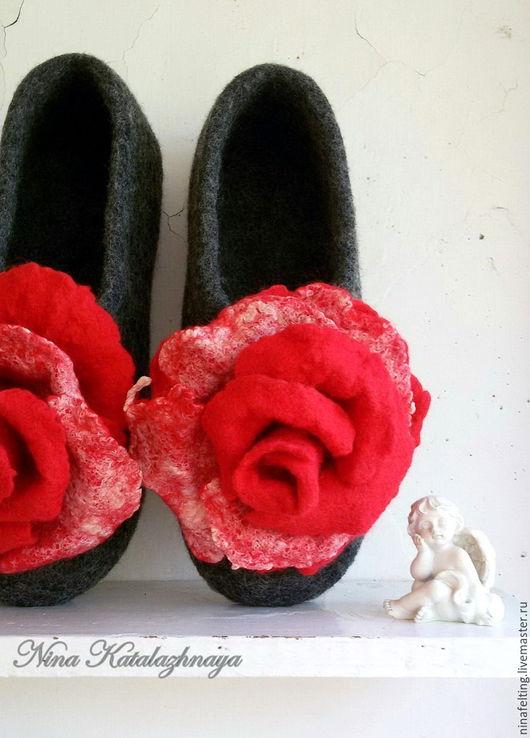Обувь ручной работы. Ярмарка Мастеров - ручная работа. Купить Валяные тапочки Красная роза. Handmade. Валяные тапочки
