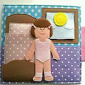 Куклы и игрушки ручной работы. Ярмарка Мастеров - ручная работа Развивающая книжка с куколкой (фетр). Handmade.