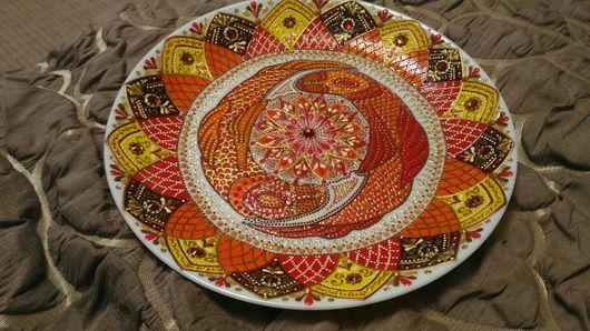 "Тарелки ручной работы. Ярмарка Мастеров - ручная работа. Купить Декоративная тарелка ""Золотые Кои"". Handmade. Мандала, карпы"