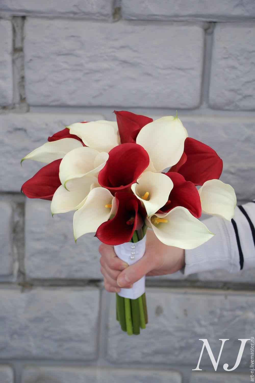 Букет из роз и белых калл фото, недорогой букет