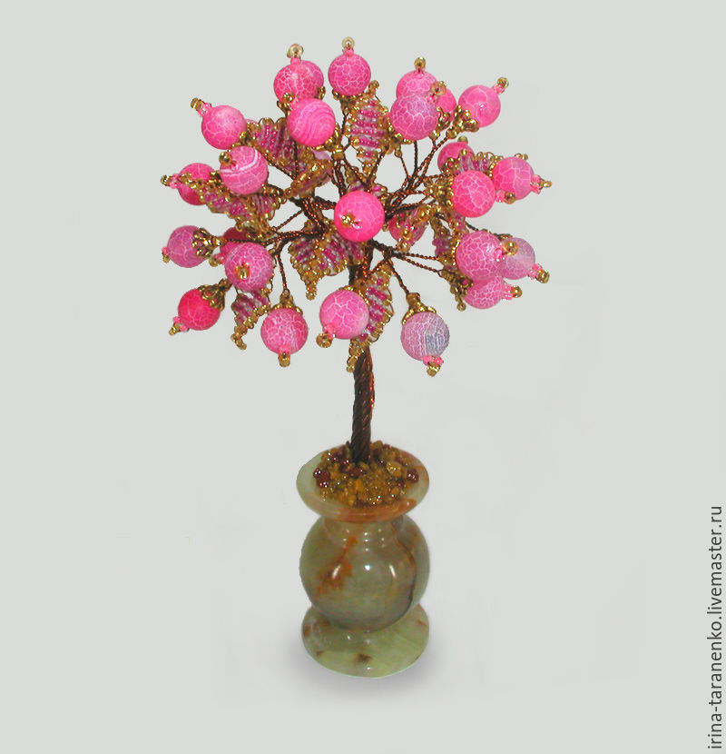 Love tree beads and pink agate in a vase of onyx