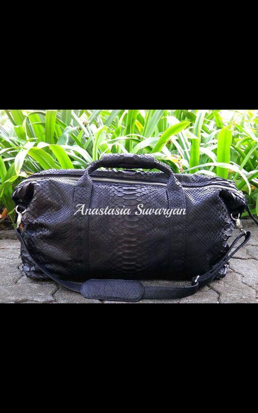 Спортивные сумки ручной работы. Ярмарка Мастеров - ручная работа. Купить сумка дорожная из натуральной кожи питона. Handmade.