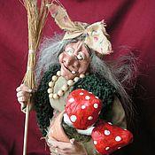 Куклы и игрушки ручной работы. Ярмарка Мастеров - ручная работа Баба-Яга с мухоморусами (фитотерапЭвт). Handmade.