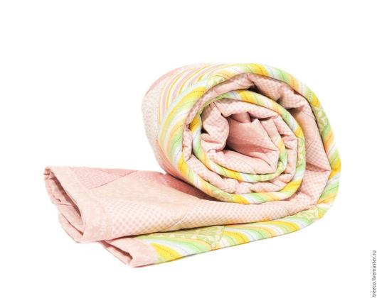 Пледы и одеяла ручной работы. Ярмарка Мастеров - ручная работа. Купить Нежно-розовое лоскутное одеяло (детское). Handmade.