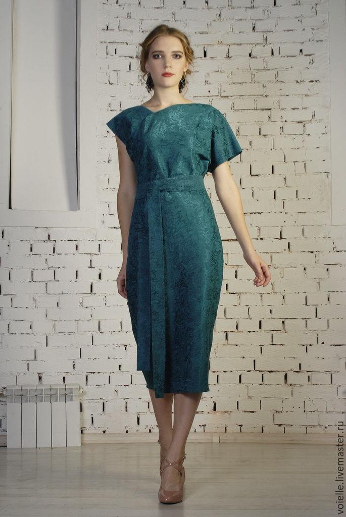 Платье из жаккарда с рукавами
