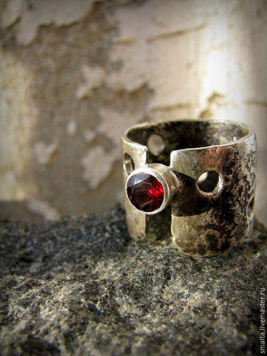 Кольца ручной работы. Ярмарка Мастеров - ручная работа. Купить Серебряное кольцо с гранатом. Handmade. Кольцо, гранат