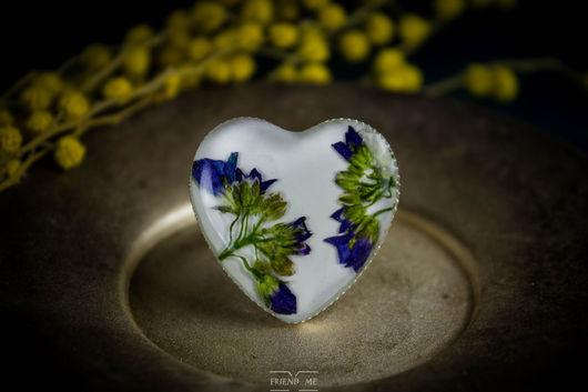 Кольца ручной работы. Ярмарка Мастеров - ручная работа. Купить Белое кольцо-сердце с фиолетовыми цветами пролески сибирской. Handmade.