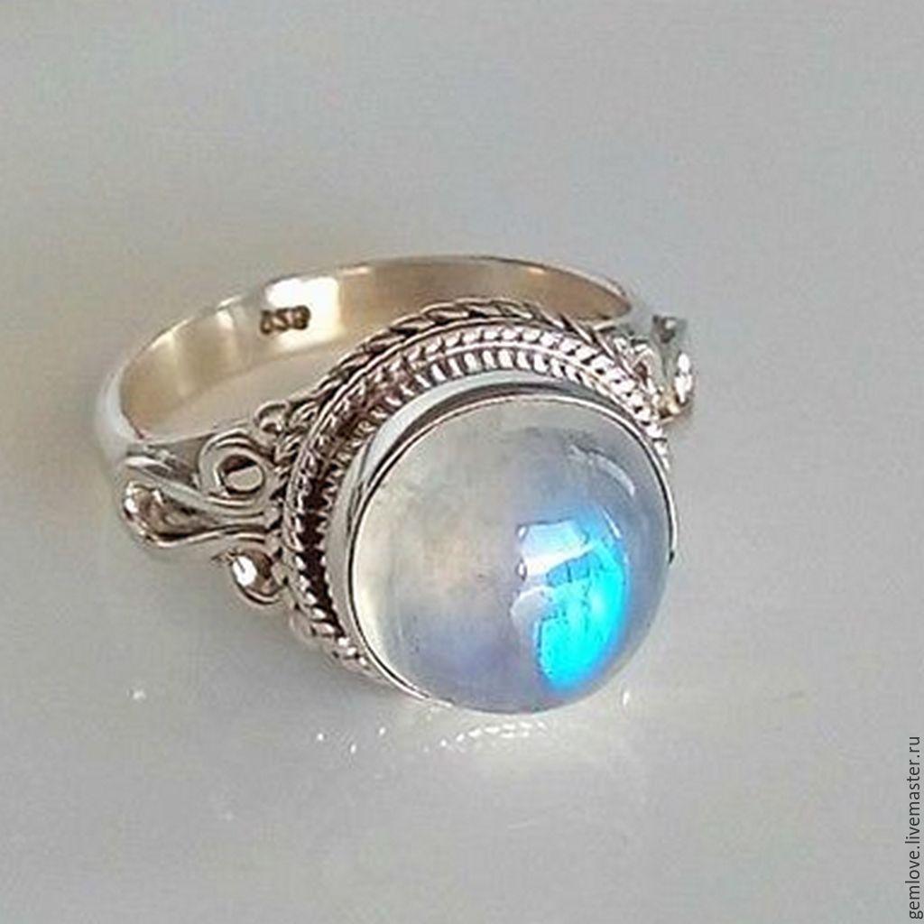 Кольцо из натурального лунного камня