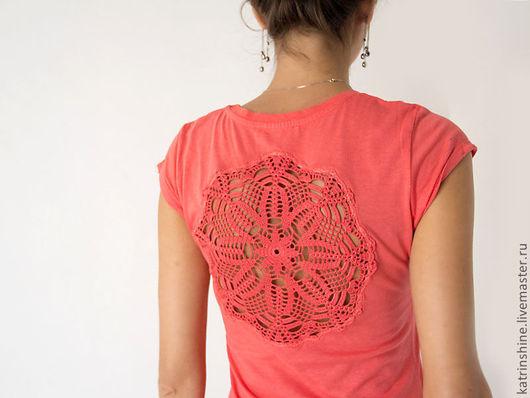 Футболки, майки ручной работы. Ярмарка Мастеров - ручная работа. Купить Коралловая летняя  футболка с ажурной аппликацией на спине Размер XS-S. Handmade.