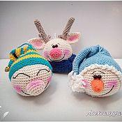 Подарки к праздникам ручной работы. Ярмарка Мастеров - ручная работа Вязаные елочные шары Гном, снеговик и олень. Handmade.