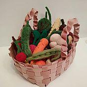 Войлочная игрушка ручной работы. Ярмарка Мастеров - ручная работа Войлочные фрукты и овощи в фетровой плетёной корзине. Handmade.