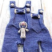 Работы для детей, ручной работы. Ярмарка Мастеров - ручная работа Вязаный комбинезон и игрушка для фотосессии новорожденных джинсовый. Handmade.