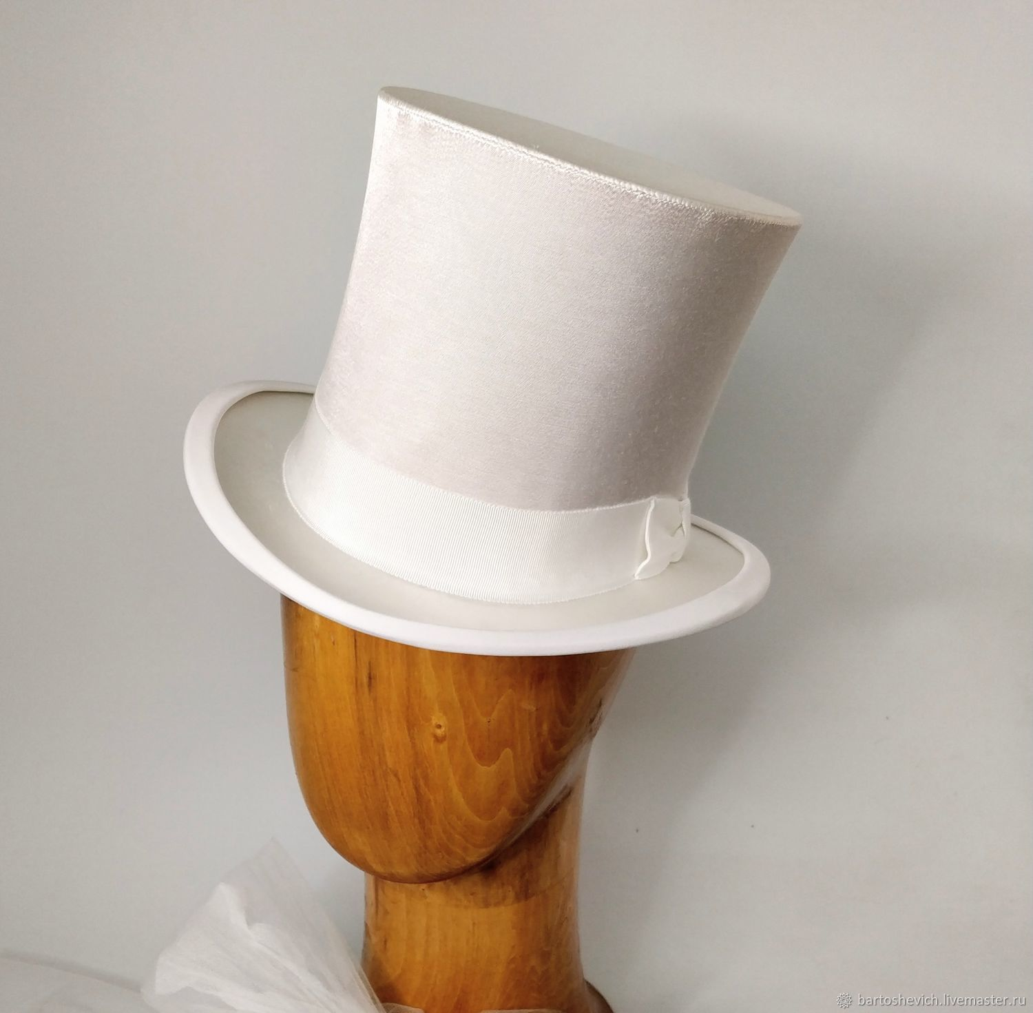 White satin top hat with 'Lady' veil for wedding, Sombreros de la boda, St. Petersburg,  Фото №1