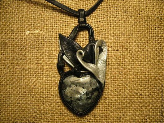 Кулоны, подвески ручной работы. Ярмарка Мастеров - ручная работа. Купить Черное сердце. Handmade. Черный, серебро, кожа натуральная