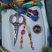 Аксессуары для вышивки ручной работы. Ярмарка Мастеров - ручная работа Маячок для ножниц, магнитик для игл, нитевдеватель. Handmade.