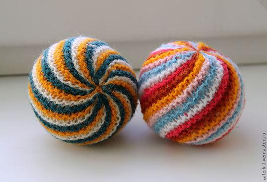 Развивающие игрушки ручной работы. Ярмарка Мастеров - ручная работа. Купить Вязаные шарики-погремушки. Handmade. Мячик, развивающая игрушка