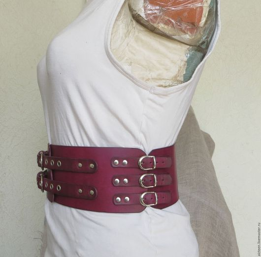 """Пояса, ремни ручной работы. Ярмарка Мастеров - ручная работа. Купить Широкий гравированный кожаный пояс """"Марсал"""". Handmade. Брусничный"""