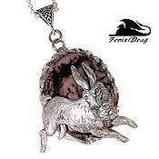 """Украшения ручной работы. Ярмарка Мастеров - ручная работа Кулон """"Кролик из Зазеркалья"""" (заяц) родонит Стимпанк, Винтаж стили. Handmade."""