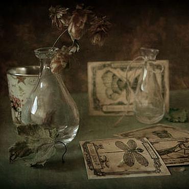 Картины и панно ручной работы. Ярмарка Мастеров - ручная работа Натюрморт Триптих Истории с открытками. Handmade.