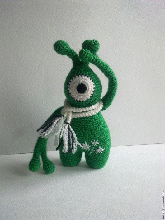 """Человечки ручной работы. Ярмарка Мастеров - ручная работа. Купить Вязаная игрушка """"Инопланетянин"""". Handmade. Зеленый, игрушка ручной работы"""