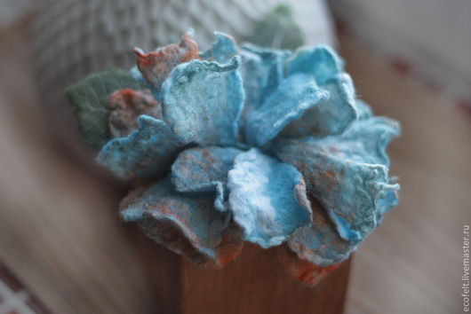 Броши ручной работы. Ярмарка Мастеров - ручная работа. Купить Нежно бирюзовый цветок-брошка. Handmade. Бирюзовый, валяние из шерсти