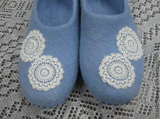 """Обувь ручной работы. Ярмарка Мастеров - ручная работа. Купить """"Кружева"""" валяные тапки. Handmade. Голубой, комфортная обувь"""