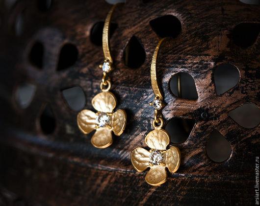 Свадебные украшения ручной работы. Ярмарка Мастеров - ручная работа. Купить 653 Маленькие сережки с цветами, Золотые серьги с кристаллами, Серьги.. Handmade.