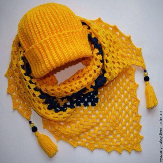 Вязаный комплект `Солнечный блик` из бактуса с кисточками и бусинами и шапки