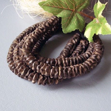 Цвет коричневый, форма цветка, диаметр 10 мм. Диаметр отверстия 1 мм. Цена за 10 штук - 25 рублей.