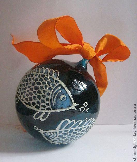 Новогодний елочный шар Рыбы Стекло, роспись. Диаметр: 12 см. Сделано по готовому рисунку