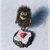 Мини фигурки и статуэтки ручной работы. Ярмарка Мастеров - ручная работа Влюблённый ёжик. Handmade.