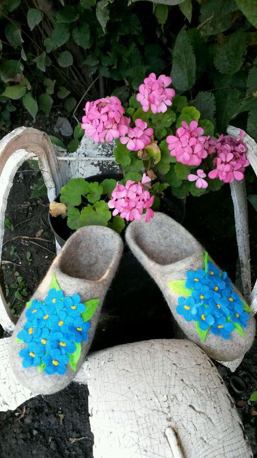 """Обувь ручной работы. Ярмарка Мастеров - ручная работа. Купить Домашние тапочки """"Фиалковое поле"""". Handmade. Тапочки ручной работы"""