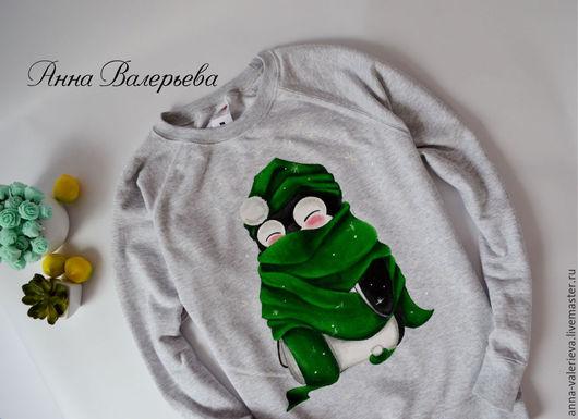 """Кофты и свитера ручной работы. Ярмарка Мастеров - ручная работа. Купить Толстовка джемпер с ручной росписью """" Пингвин в шарфе"""". Handmade."""