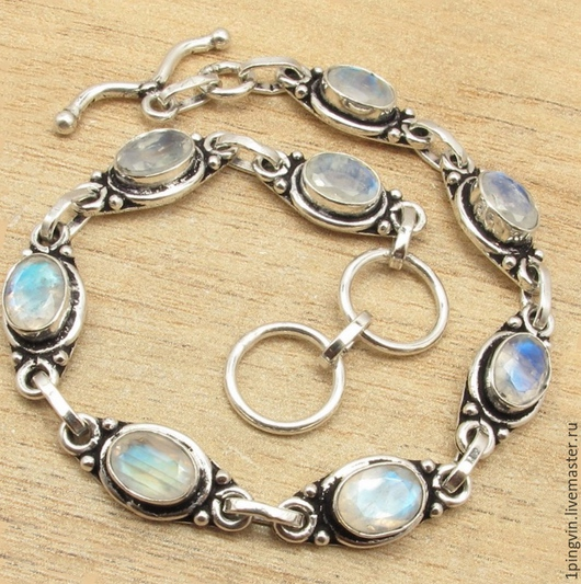 Серебряный браслет с радужным лунным камнем. 8 адуляров