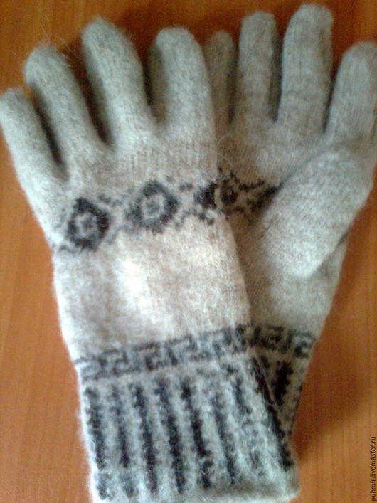 Перчатки шерстяные машинной вязки.Вязка круговая -бесшовная.Расцветка :серая,черная,коричневая. Продаем оптом и в розницу.Для женщин и мужчин.Размеры от подростковых до взрослых