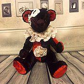 Куклы и игрушки ручной работы. Ярмарка Мастеров - ручная работа Авторский плюшевый мишка-тедди из плюша красного и черного цвет Амадей. Handmade.