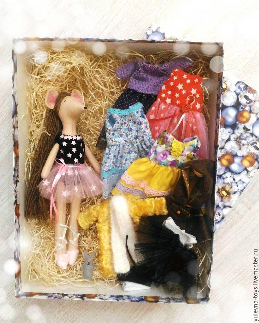 Текстильная куколка с одеждой