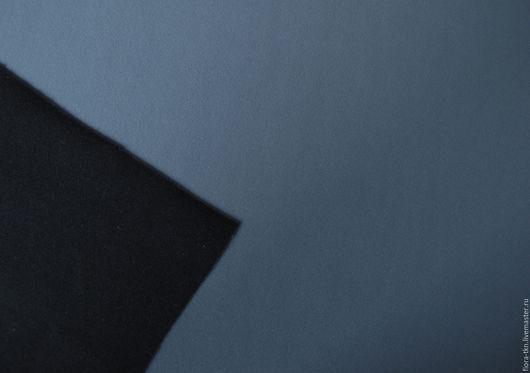 Двойной неопрен. Одна сторона серо-голубая, другая черная.