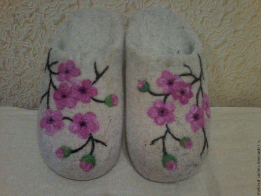 """Обувь ручной работы. Ярмарка Мастеров - ручная работа. Купить Тапочки """" Сакура"""". Handmade. Белый, тапочки, тапочки из шерсти"""