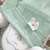 Работы для детей, ручной работы. Ярмарка Мастеров - ручная работа Мятный плед для новорожденной с сердечками. Handmade.