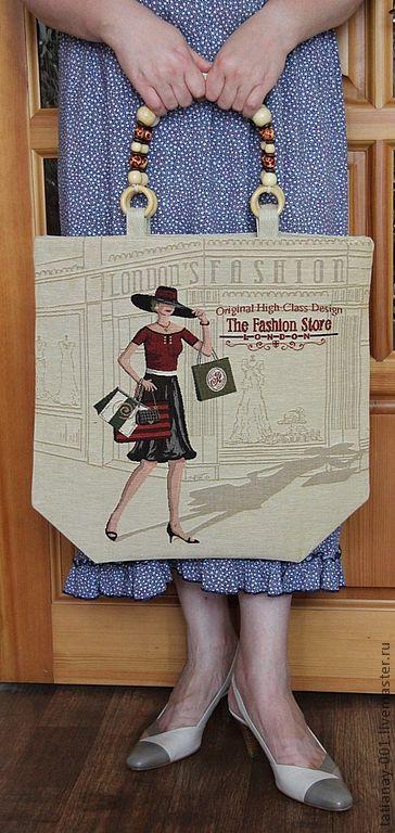 Дамская сумка из гобеленовой ткани, можно носить в руке, на локте, на плече.